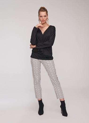 People By Fabrika Toka Detaylı Bluz Siyah